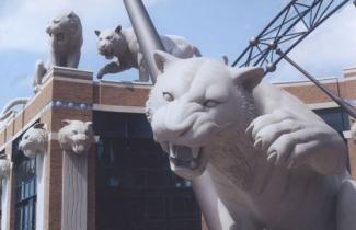 Comerica Park - tigers Detroit. Tigers Stadiumi, professional baseball team. Tigers and head tigers sculptures. Mike Keropian sculptures team.